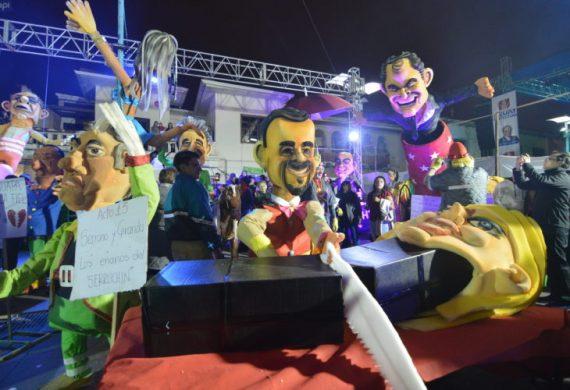 New Years Eve 2017 Cuenca, Ecuador - Hayna Kapak display